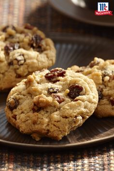 Looking for a new cookie recipe? Mouthwatering oatmeal raisin cookies start with the warm flavor of pure cinnamon.