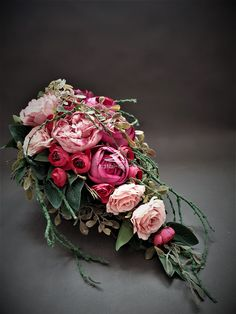 Pink Flower Arrangements, Grave Decorations, Funeral Flowers, Ikebana, Flower Power, Pink Flowers, Diy And Crafts, Centerpieces, Floral Wreath