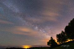 biei in milky way  美瑛の天の川  少し雲が見える空 雲の間から、天の川が見えました。  気に入っていただけたら沢山シェアしてくださいね。(^^)v
