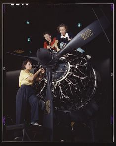 Women installing a Wright R-1820-97 Cyclone engine on a B-17 Flying Fortress at the Boeing Plant 2 in Seattle (October 1942)