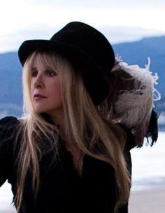 Stevie Nicks | Stevie Nicks Revamps Youtube, Myspace & Twitter... Updated with New ...