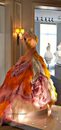 Things that make me wish I could wear warm colors; like fire and roses at the same time! (Christian Dior):