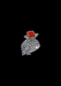 Delicately crafted ring with conch pearl and diamonds