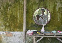 Provincia di Svay Rieng, #Cina. Un uomo dal barbiere