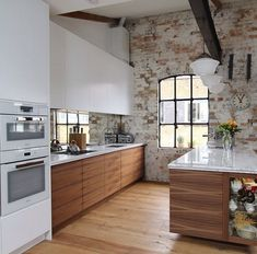 Bring Some Brick & Steel To Your Living Space 12 Easy Industrial Kitchen Decor Designs For Your Urban Lifestyle French Industrial Decor, Industrial Kitchen Design, Industrial Restaurant, Eclectic Kitchen, Design Your Kitchen, Industrial Bedroom, Industrial Interiors, Industrial House, Home Decor Kitchen