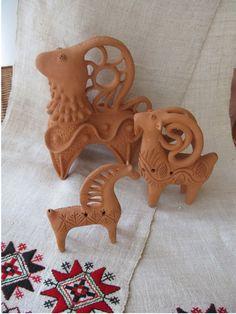 Pottery Sculpture, Sculpture Clay, Ceramic Christmas Decorations, Goat Art, Pottery Animals, Sculptures Céramiques, Ceramic Angels, Hand Built Pottery, Biscuit