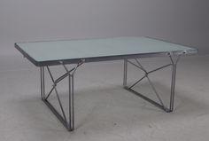 IKEA. Bordet Moment finns med tillhörande soffa och hylla och formgavs av Niels Gammelgaard efter inspiration från en kundvagn 1985. Bordet fick designpriset Utmärkt svensk form 1987. Värde på bordet idag är cirka 3 000-4 000 kronor. Bild: Lauritz
