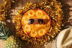 کیک آناناس ظاهر زیبا و طعم شیرین و لذت بخشی دارد. برای تهیه ی این محصول از آناناس کمپوت شده و خامه استفاده می شود. کیک آناناس سایز بزرگ دایره ای به قطر 25 سانتی متر و وزن حدود یک کیلوگرم و مناسب برای 8 الی 10 نفر است. کیک آناناس سایز مینی دایره ای به قطر 18 سانتی متر و وزن حدود نیم کیلوگرم و مناسب برای 4 یا 5 نفر است. Pineapple Cake, Wreaths, Halloween, Decor, Style, Swag, Pineapple Cobbler, Decoration, Door Wreaths