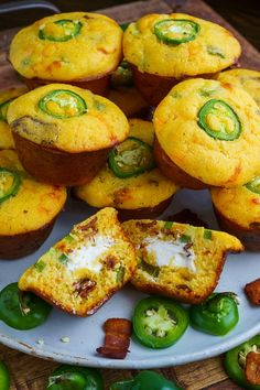 Moist and tender cheddar and jalapeno cornbread muffins stuffed with melted cream cheese and crispy bacon! All of the flavours of jalapeno poppers in cornbread muffins! I am always in for moist a Jalapeno Poppers, Cooking Bread, Cooking Recipes, Cooking Tips, Antipasto, Jalapeno Cheddar Cornbread, Bacon Cornbread, Cheddar Cheese, Savory Muffins