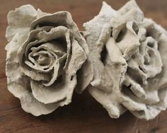 Tutorial: DIY Concrete Flowers but thinking of using cut fabric dipped in cement to build the flower Concrete Cement, Concrete Crafts, Concrete Rose, Diy Concrete Planters, Concrete Furniture, Polished Concrete, Wall Planters, Succulent Planters, Concrete Design