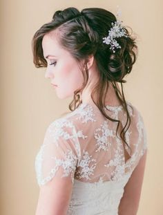 This romantic wedding updo looks like something out of a Jane Austen novel. #wedding #hairstyles