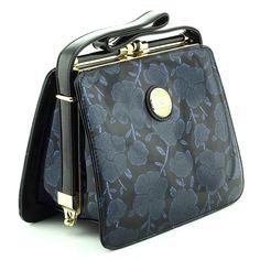 Alege-ti #geanta perfecta pe SHOPPING ROMANIA Pli, Romania, Wallet, Bags, Shopping, Fashion, Handbags, Moda, Fashion Styles