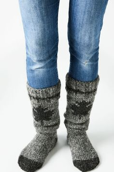 Celebrate Canada in style by knitting up a patriotic pair of these tone-on-tone reading socks in luxurious alpaca, llama and sheep's wool