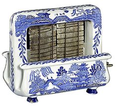 Unusual old Blue Willow toaster Blue Willow China, Blue And White China, Blue China, Love Blue, Blue Dishes, White Dishes, Chinoiserie, Vintage Toaster, Blue Onion