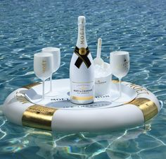 Floating Champagne Bars - This Moët & Chandon Floating Bar is Shaped like a Tube with Gold Accents (GALLERY) Champagne Moet, Champagne France, Champagne Party, Moët Chandon, Malbec, Alcoholic Drinks, Cocktails, In Vino Veritas, Nouvel An