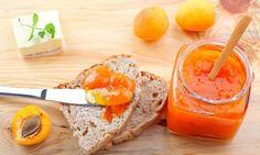 El albaricoque es una fruta dulce propia del verano. Aprende a hacer conserva de albaricoque con esta sencilla receta de mermelada.