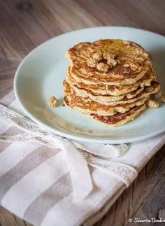 Les pancakes healthy à la farine de coco. Pancakes Vegan, Healthy Cooking, Healthy Recipes, Desserts Sains, Breakfast Recipes, Good Food, Food And Drink, Gluten, Snacks