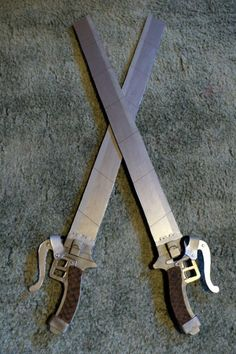Basic Craft Foam Attack on Titan Blade Tutorial Disclaimer: By no means is this most exact or realistic way to make but it makes due for a fairly decent con-safe cosplay prop that doesn't. Aot Cosplay, Cosplay Diy, Cosplay Outfits, Cosplay Costumes, Attack On Titan, Foam Crafts, Craft Foam, Armadura Cosplay, Nerd Problems