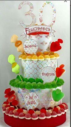 Tarta de #chuches colorida y divertida. #cumpleaños #TartadeChuches #cumpleaños #partycake #ideasparty #ideassweetcake #tartachuchescolorida #30thbirthdaycake #cake #birthdaycake