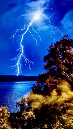 - very nice stuff - share it - Lightning Photography, Nature Photography, Storm Photography, Beautiful Sky, Beautiful Landscapes, Nature Pictures, Cool Pictures, Wild Weather, Lightning Strikes
