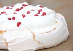 Photo Pavlova Cake, Meringue Pavlova, Cake Recipes, Dessert Recipes, Desserts, Rhubarb Cake, Hungarian Recipes, Hungarian Food, Rhubarb Recipes