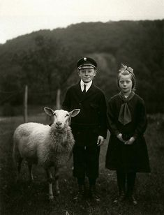 secretcinema1: Farm Children, 1927, August Sander