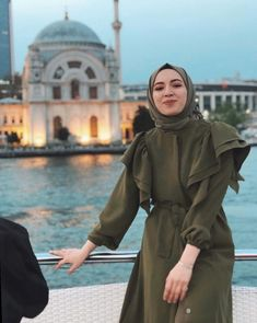 ✔ Discover the latest hijab fashion, hijab styles hijab tutorial. ✔ Discover the latest hijab fashion, hijab styles hijab tutorial… Casual Hijab Outfit, Hijab Chic, Hijab Dress, Turban Hijab, Muslim Fashion, Hijab Fashion, Modest Fashion, Fashion Dresses, Womens Fashion Online