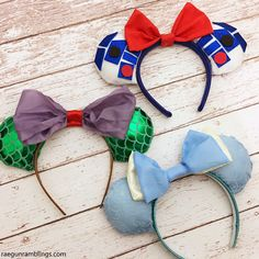 More than 25 Adorable DIY Disney Craft and Sewing Projects - so many fun things to make for Disney, from Fun DIY Disney Family T-shirts, to Mickey Mouse inspired sewing patterns. Disney Diy, Diy Disney Ears, Disney Mickey Ears, Disney Crafts, Cute Disney, Mickey Mouse, Disney Ideas, Disney Cruise, Mickey Ears Diy