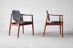 https://www.1stdibs.com/furniture/seating/armchairs/arne-vodder-bo92-bovirke-teak-armchairs-danish-modern-vintage/id-f_4702863/
