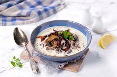 Suppe laget fra grunnen av er fantastisk godt. Og når du i tillegg har plukket soppen selv, kan det nesten ikke bli bedre. Denne suppen er nydelig høstmat n... Lchf, Tin, Oatmeal, Dinner Recipes, Bacon, Pudding, Breakfast, Desserts, Soups