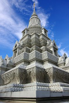 Indian Temple Architecture, India Architecture, Ancient Greek Architecture, Beautiful Architecture, Beautiful Buildings, Beautiful Places, Gothic Architecture, Laos, Cambodia Travel