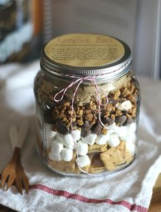 Campfire Bars - gift in a jar - graham crackers, marshmallows, chocolate chips. Yum!