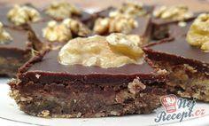 Populární koláč na svátky z 80 let. Ořechové těsto a poleva z hořké čokolády. Autor: Triniti