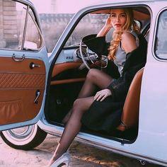 Where cars, beauty, and fashion photography meet – ℛℰ℘i ℕnℰD by Averso… Wo sich Autos, Beauty und Modefotografie treffen – ℛℰ℘i ℕnℕD von Averson Automotive Group LLC – – Volkswagen, N Girls, Pin Up Girls, Car Photography, Fashion Photography, Thelma Et Louise, Car Poses, Photographie Portrait Inspiration, Girls Driving
