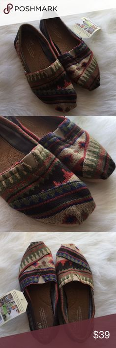 { TOMS } Kilim Classic flat shoes PRICE FIRM TOMS classic flat shoes in Kilim color. These are a knit like with liner, warmer, perfect for the holidays and season. New with tags in great condition. Toms Shoes Flats & Loafers