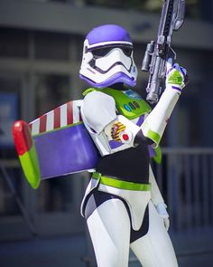 Storm Trooper / Buzz Lightyear - Star Wars / Toy Story Cross Over Cosplay Couples Cosplay, Disney Cosplay, Anime Cosplay, Comic Con Cosplay, Funny Cosplay, Star Wars Costumes, Cool Costumes, Cosplay Costumes, Halloween Costumes