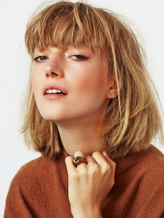 Beautiful short bob hairstyles and haircuts with bangs Choppy Bob With Bangs, Blonde Hair With Bangs, Bob Haircut With Bangs, Haircut For Thick Hair, Blonde Bobs, Bob Bangs, Blonde Bob With Fringe, Blunt Bangs, Haircut Medium