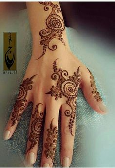 Simple, spaced out mehndi design. Perfect for wedding guests. Modern Mehndi Designs, Mehndi Designs For Girls, Mehndi Design Photos, Mehndi Designs For Fingers, Beautiful Mehndi Design, Simple Mehndi Designs, Henna Tattoo Designs, Modern Henna, Arabic Henna Designs