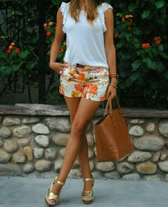 Wedges outfit, wedges and shorts, short outfits, summer outfits, casual . Summer Fashion Outfits, Summer Outfits Women, Short Outfits, Spring Summer Fashion, Spring Outfits, Casual Outfits, Cute Outfits, Shorts Outfits Women, Outfit Summer