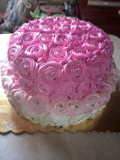 Torta con rosas de merengue