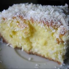 kafka na praia: Bolo de coco - yum love this cake from Brasil! Sweet Recipes, Cake Recipes, Snack Recipes, Dessert Recipes, Köstliche Desserts, Delicious Desserts, Cupcake Cakes, Cupcakes, Portuguese Desserts