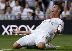] MADRID * 14 de abri lde 2017. El semanario alemán Der Spiegel reveló este viernes que Cristiano Ronaldo, jugador internacional portugués del Real Madrid, pagó 285.000 euros a una mujer para evitar un proceso judicial por una supuesta violación. Der Spiegel cita documentos obtenidos a través de...