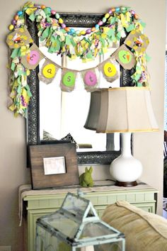 Fabric #garland - Not so keen on the burlap section of this #banner but the fabric garland is very cute and can be adapted with various holiday prints.