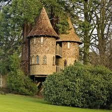 OMG... it's a tree house castle... does it get any better?