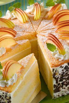 Luftige Apfelcreme-Schichttorte Airy apple cream layer cake Related posts: Grandma's airy apple cake Loose and airy! Juicy summer cake to melt away Dreamlike eggnog cream cake 😍 😍 😍 Cake set – marzipan cream Beef Pies, Mince Pies, Layer Cake Recipes, Dessert Recipes, Pie Recipes, Torte Au Chocolat, Bolo Red Velvet, Strawberry Crisp, Flaky Pastry