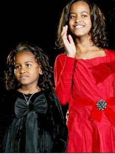 Malia and Sasha Obama. They look so pretty.love the curls. Barack Obama Family, Malia Obama, Michelle Obama Fashion, Michelle And Barack Obama, Obama Daughter, First Daughter, Obama Sisters, Malia And Sasha, Black Presidents