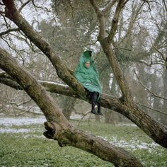 2007/2008  Anja Schaffner & Riitta Ikonen assume the characters Leaf and Bird in this picture series attempting to reflect on the artist's sentimental yearning to 'get back to nature'. The photographer Anja Schaffner constructs an image in which Riitta Ikonen's self-made characters appear in a rural seasonal landscape. As solitary figures, Bird and Leaf are misplaced in a surreal scene and we feel for them: nature is something impermanent and 'getting back' is impossible.
