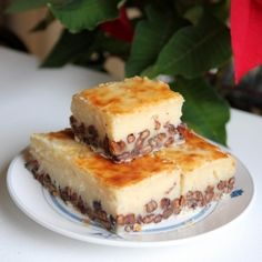 The rice cake is one of the most delicious desserts of Chinese cuisine. (Recipe in Chinese and English)