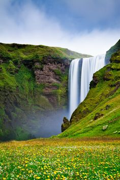 The constant supply of mist from the powerful Skogafoss creates the perfect conditions for the lush vegetation that surrounds it. A beautiful place of interest for travelers in Iceland.