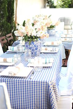 Used as a dramatic centerpiece, this classic porcelain vase gives a sense of formality to the casual gingham tablecloth and mason jar glassware.Via Grace Happens Baby Shower Brunch, Baby Boy Shower, Tables Tableaux, Dresser La Table, Gingham Tablecloth, Gingham Curtains, Enchanted Home, Deco Table, Party Entertainment